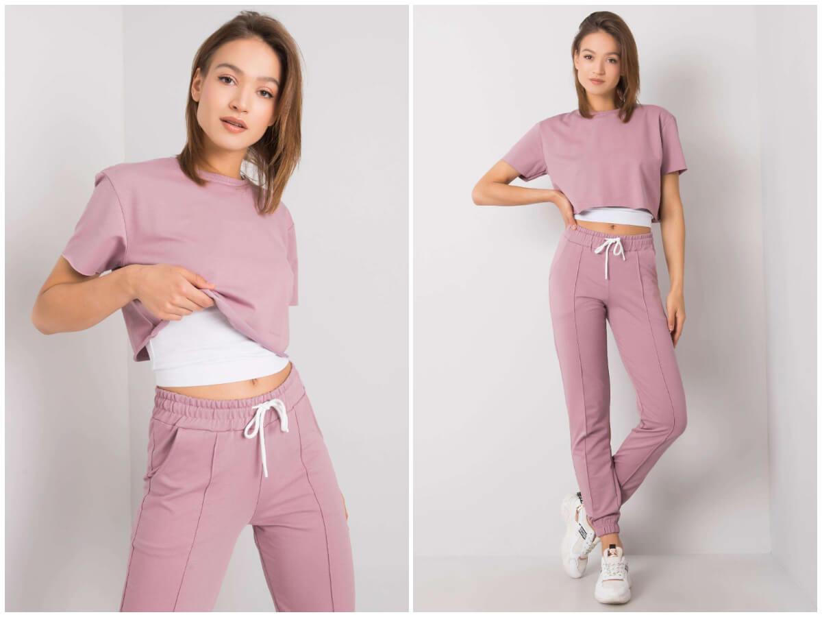 Pudrowy komplet dresowy z dwoma topami i spodniami typu jogger