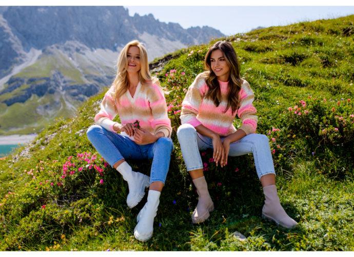 Klasyczne swetry damskie z długimi rękawami